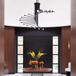 На фото: фойе в стиле модернизм с коричневыми стенами, мраморным полом, двустворчатой входной дверью, черной входной дверью и белым полом с