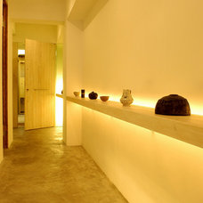 Contemporary Entry by Clifton Leung Design Workshop - CLDW.com.hk