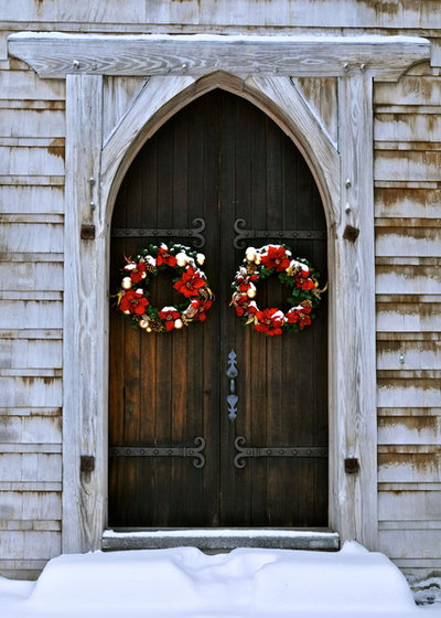 Rustic Entry by Z Master Builders