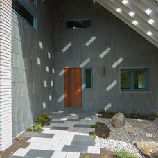 Contemporary Entry by Reverse Architecture