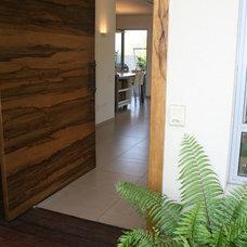 Modern Entry Zis Residence