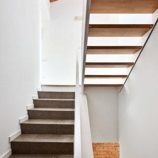 Ejemplo de escalera en U, urbana, grande