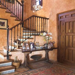 Источник вдохновения для домашнего уюта: п-образная лестница среднего размера в стиле рустика с ступенями из плитки и подступенками из плитки