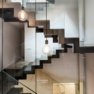 Modelo de escalera en U, contemporánea, con barandilla de vidrio