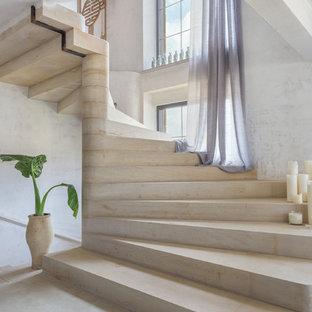 Idéer för stora lantliga trappor, med sättsteg i betong