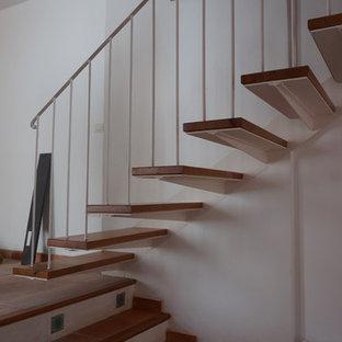 На фото: п-образная лестница среднего размера в стиле рустика с ступенями из плитки и подступенками из плитки с