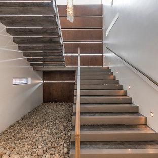 Ejemplo de escalera suspendida, contemporánea, extra grande, con escalones de hormigón y contrahuellas de hormigón