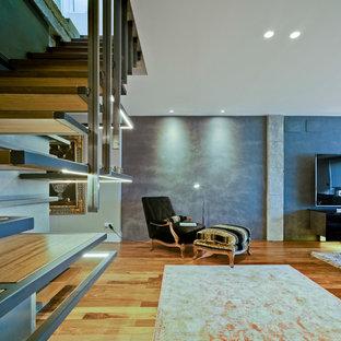 マドリードのモダンスタイルのおしゃれな階段の写真
