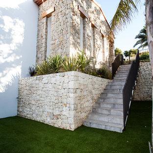 アリカンテの地中海スタイルのおしゃれな階段の写真
