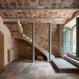Foto de escalera en L, mediterránea, de tamaño medio, con escalones de hormigón y contrahuellas de hormigón