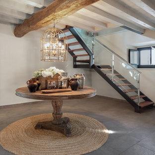 Imagen de escalera en L, tradicional renovada, sin contrahuella, con escalones de madera y barandilla de varios materiales