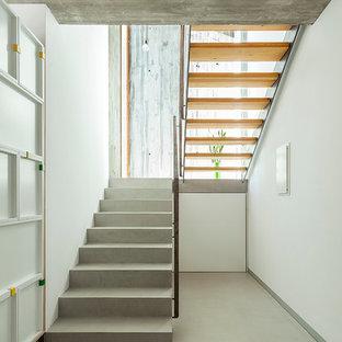 Diseño de escalera en U, actual, de tamaño medio, sin contrahuella, con escalones de hormigón
