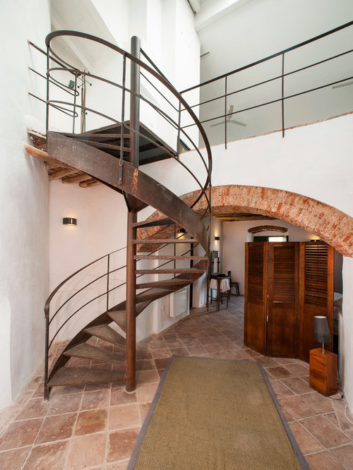 Affordable rustic staircase design ideas renovations photos - Modelos de escaleras interiores ...
