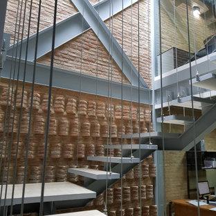 Diseño de escalera suspendida y ladrillo, contemporánea, grande, sin contrahuella, con escalones de hormigón y ladrillo
