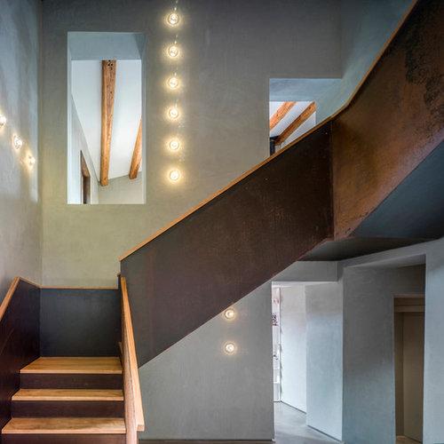 foto de escalera en l de estilo de casa de campo grande con