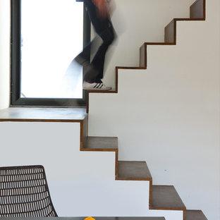 Exemple d'un escalier tendance en U avec des marches en bois et des contremarches en bois.