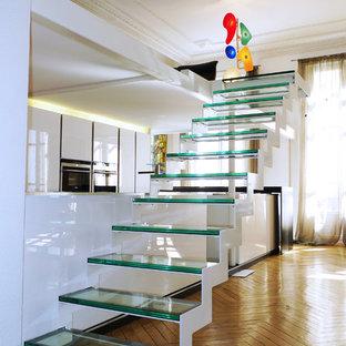 Inspiration pour un escalier droit design avec des marches en verre et des contremarches en verre.