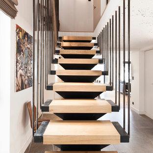 Idées déco pour un escalier sans contremarche droit scandinave de taille moyenne avec des marches en bois.