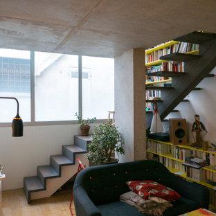 Idée de décoration pour un escalier sans contremarche bohème avec des marches en bois peint.