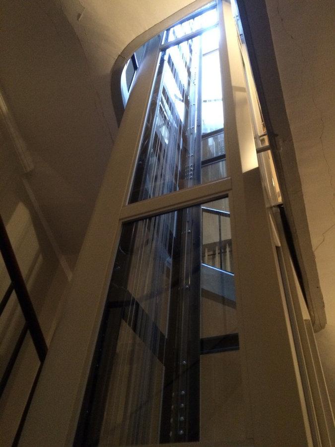 Ascenseur dans immeuble versaillais