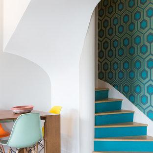 Inspiration pour un escalier courbe vintage avec des marches en bois et des contremarches en bois peint.