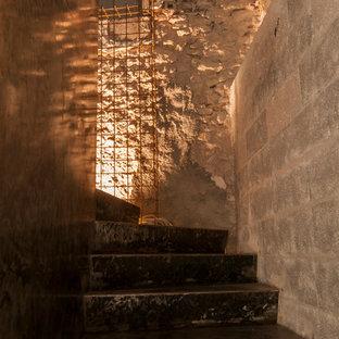 Foto de escalera curva, contemporánea, pequeña, con escalones de metal, contrahuellas de metal y barandilla de metal