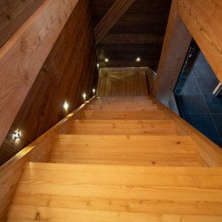 Diseño de escalera madera, rústica, con escalones de madera y madera