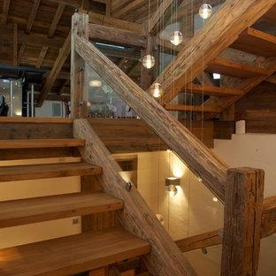 Foto de escalera en U, rural, grande, sin contrahuella, con escalones de madera