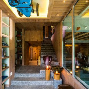 Ejemplo de escalera recta, rústica, de tamaño medio, con escalones con baldosas y contrahuellas con baldosas y/o azulejos