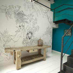 パリの中サイズの金属製のインダストリアルスタイルのおしゃれなかね折れ階段 (金属の蹴込み板) の写真