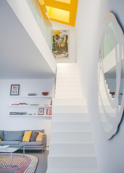 Moderno Escalera by Jours & Nuits