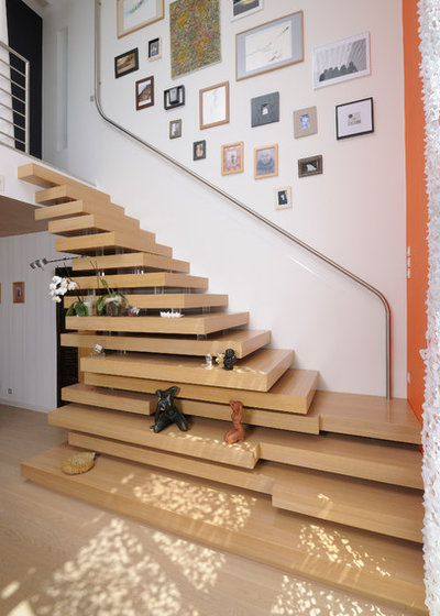 Contemporary Staircase by Studio SD