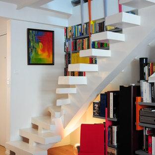 Idée de décoration pour un escalier courbe design de taille moyenne avec des marches en béton.