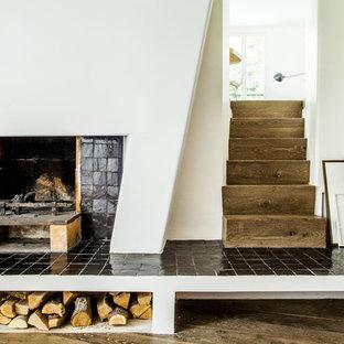 Idées déco pour un escalier droit montagne de taille moyenne avec des marches en bois et des contremarches en bois.