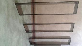 Escalier acier suspendu