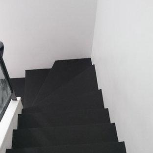 レンヌの中くらいのコンクリートのインダストリアルスタイルのおしゃれなかね折れ階段 (コンクリートの蹴込み板) の写真
