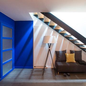 Escalier contemporain dans une vieille étable transformée en triplex