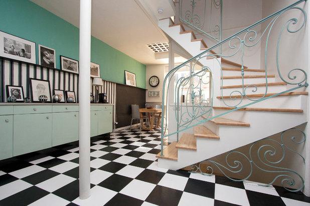 Rétro Escalier Escalier dans une ancienne Fumisterie