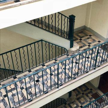 Escalier desservant l'appartement