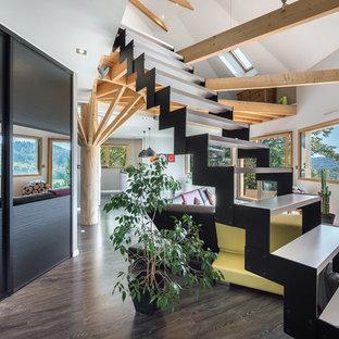 Idée de décoration pour un escalier sans contremarche droit design de taille moyenne avec des marches en bois peint.