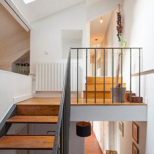 Inspiration pour un escalier sans contremarche design en U de taille moyenne avec des marches en bois.