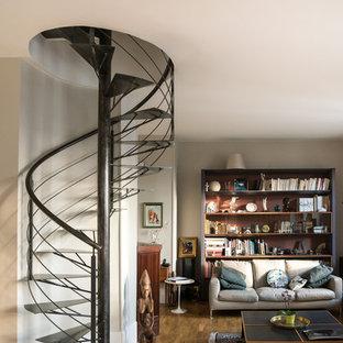 Idée de décoration pour un escalier sans contremarche hélicoïdal design de taille moyenne avec des marches en métal.