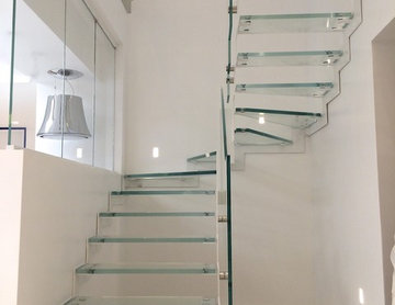 Escalier Lounge acier et verre extra clair / Steel and glass stairs Lounge