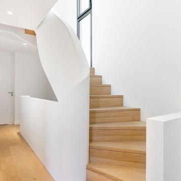 Escalier moderne dans une demeure à Dinard