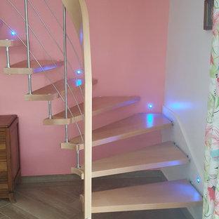 ボルドーのモダンスタイルのおしゃれな階段の写真