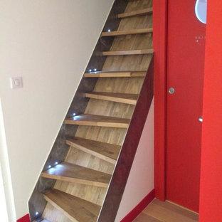 Idee per una scala a rampa dritta design con pedata in legno e alzata in legno