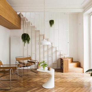 Réalisation d'un escalier sans contremarche droit nordique de taille moyenne avec des marches en bois.