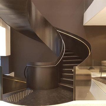 Escaliers à vrille en acier sur 2 niveaux