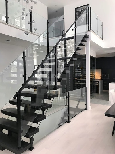 Contemporary Staircase by ESCALIERS MULTI DESIGN