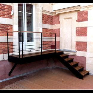 パリのインダストリアルスタイルのおしゃれな階段の写真